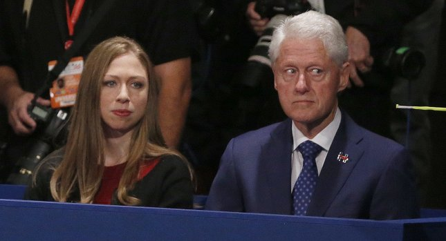bill-and-chelsea-at-debate