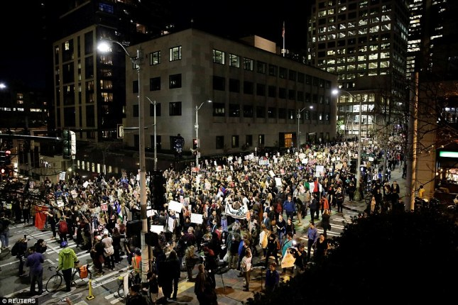 3a37c85000000578-3922098-seattle_thousands_of_people_march_through_seattle_against_donald-a-23_1478776851436