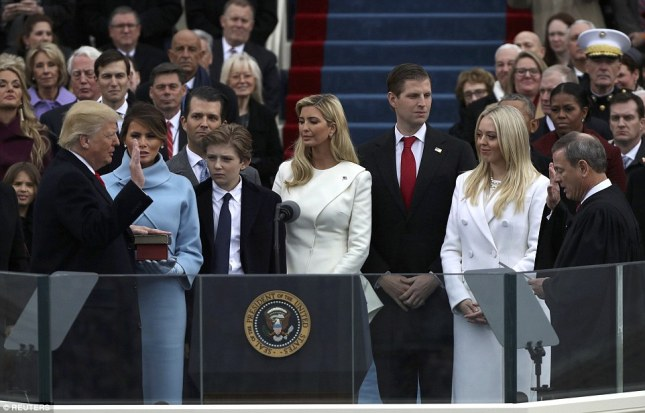 trump-beingsworn-in
