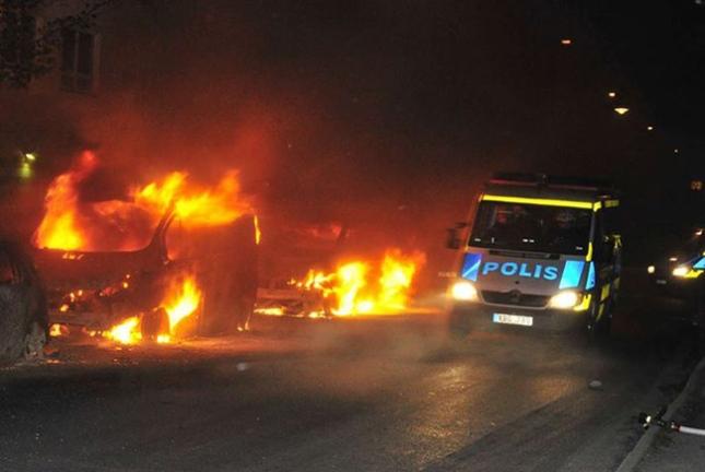 muslims-riot-in-sweden-2