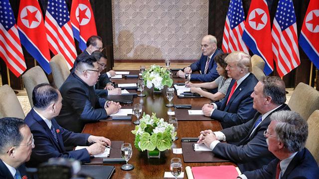 trump and Kim athe table