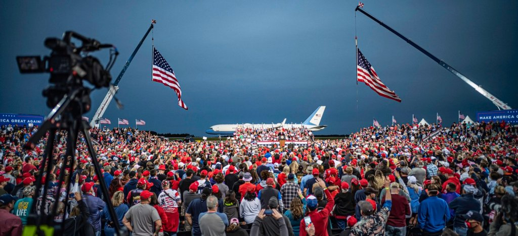 This image has an empty alt attribute; its file name is trump-north-carolina-rally-1.jpg